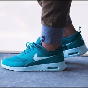 Nike Air Max Thea Sneakers 8.5 (Radiant Emerald)